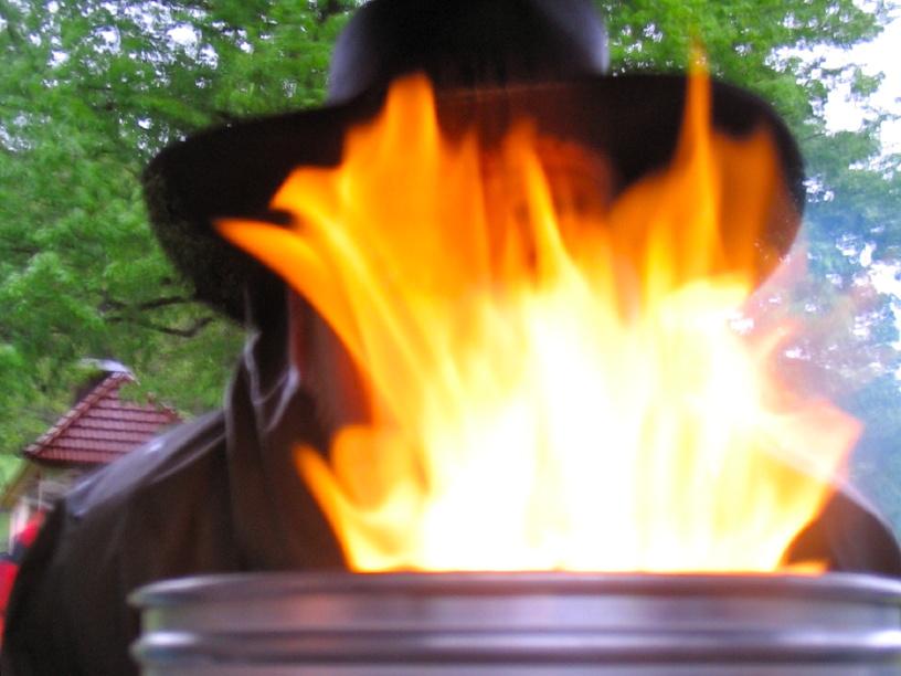 Trangia unter Flammen